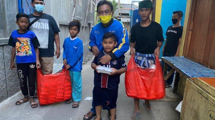 DPP KNPI Bagikan Ratusan Takjil dan Nasi Kotak kepada Masyarakat Kalideres Jakarta Barat