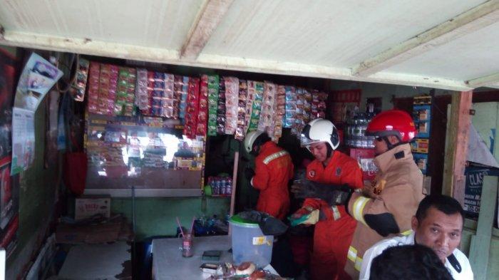 Damkar Jakarta Timur kembali Amankan Ular Kobra Sepanjang 1,5 Meter di Cakung