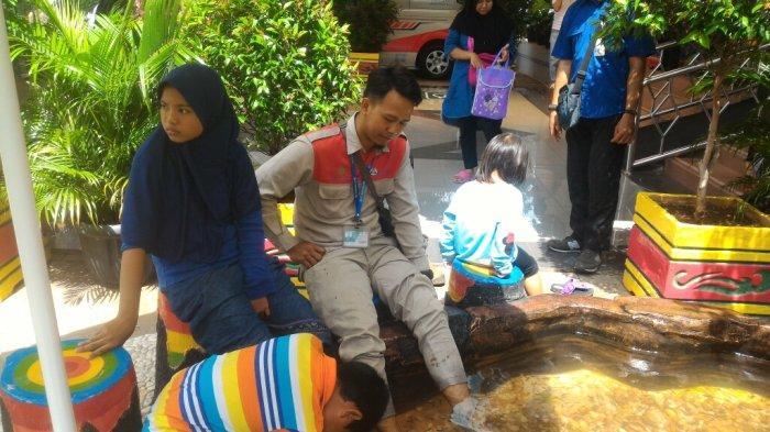 Ini Manfaat Terapi Ikan Yang Tersedia Di Puskesmas Kecamatan Kelapa Gading Tribun Jakarta