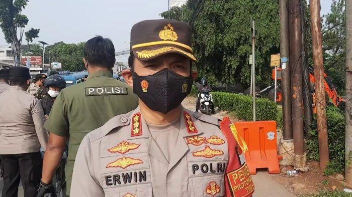 Kapolrestro Jakarta Timur Kombes Erwin Kurniawan saat memberi keterangan terkait PPKM Darurat, Rabu (7/7/2021).