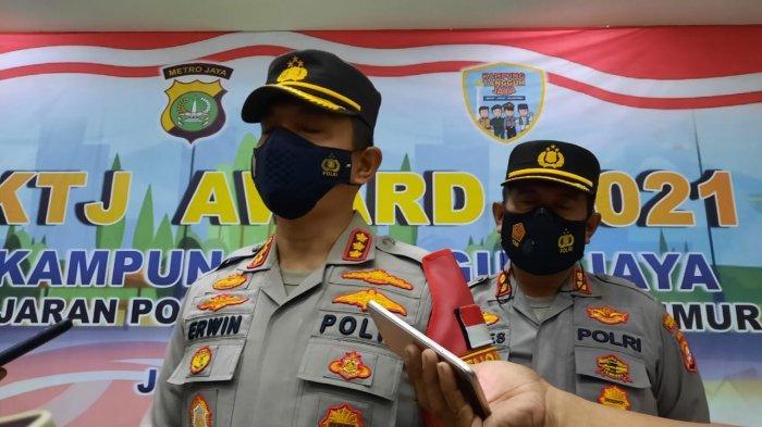 Kapolrestro Jakarta Timur Kombes Pol Erwin Kurniawan saat diwawancarai terkait simpatisan MRS di Mapolrestro Jakarta Timur, Jumat (4/6/2021).