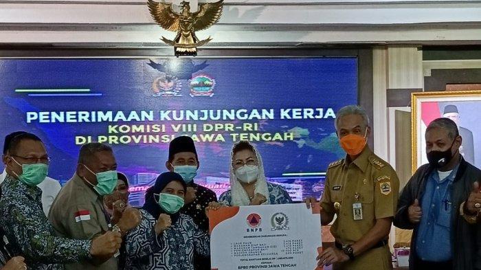 Tinjau Korban Banjir Semarang Jawa Tengah, Komisi VIII Ingatkan Pentingnya Hutan Kota