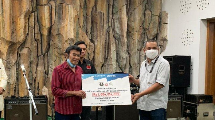 Kompas TV Salurkan Hasil Donasi Konser Amal Rhoma Irama