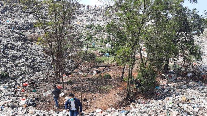 Ratusan Makam Warga Tertimbun Sampah TPA Sumur Batu Kota Bekasi