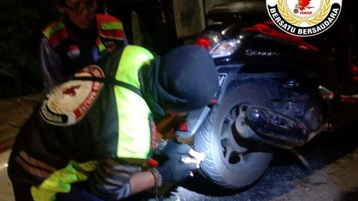 Komunitas Ojol Ini Berantas Ranjau Paku di Jalan Protokol: Sering Bantu Tambal Ban Pengendara Motor