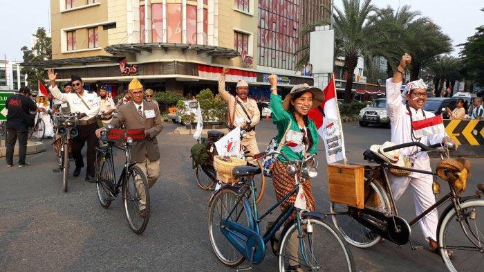 Meriahkan HUT ke-73 Indonesia, Komunitas Sepeda Onthel, Mobil Jadul hingga Pahlawan Kumpul Bareng