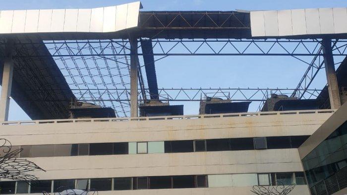 Diduga Angin Ribut, Atap Parkiran Terminal 3 Bandara Sokarno-Hatta Luluh Lantak