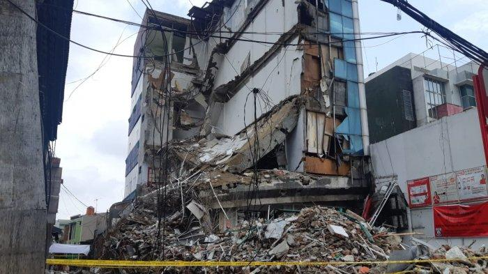 Puslabfor Selidiki Gedung 4 Lantai Ambruk di Palmerah: Bangunan Lapuk karena Korosi