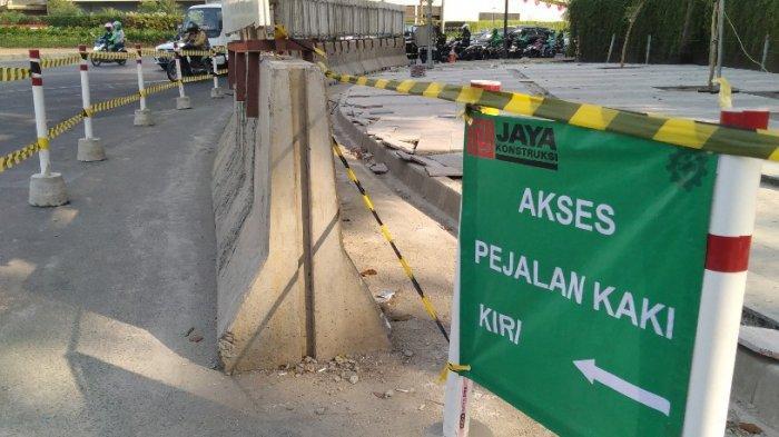 Trotoar Jalan dekat Wisma Nusantara Direvitalisasi, Pejalan Kaki Keluhkan Ruang yang Sempit