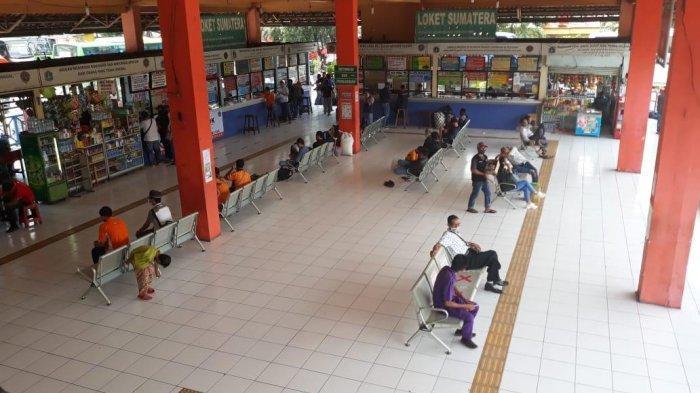 Kondisi di Terminal Kampung Rambutan, Ciracas, Jakarta Timur pada Senin (26/10/2020).