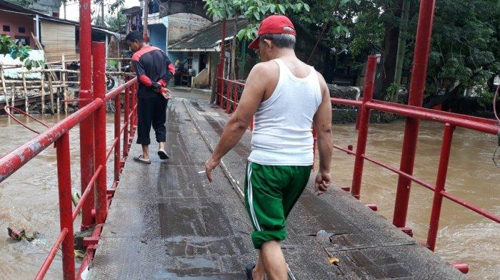 Warga Cipinang Melayu Minta Jembatan Merah Segera Diperbaiki