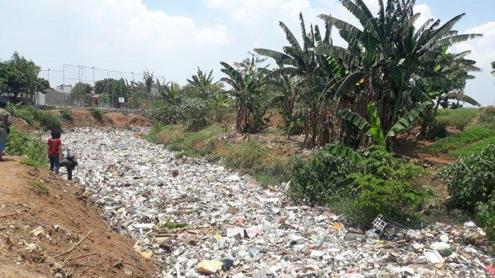 Sampah Kiriman di Kali Jambe Tambun Menumpuk Sejak Tiga Hari Lalu