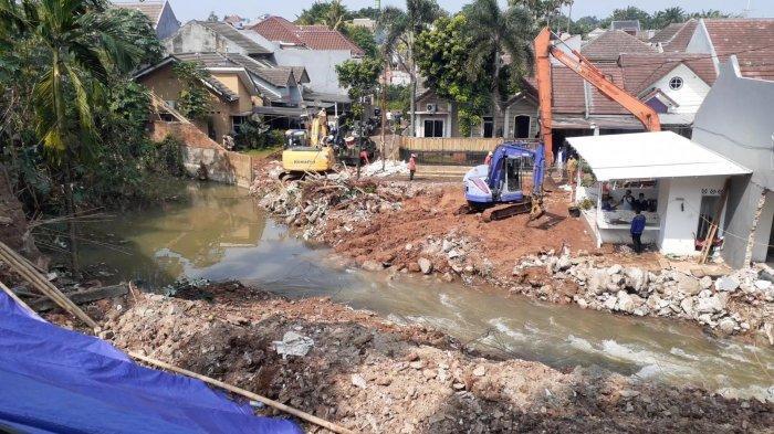 Tiga Hari Evakuasi Material Longsor, Banjir di Ciputat Surut