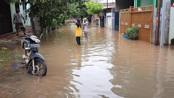 Perumahan Harapan Baru Bekasi Masih Banjir, Ketingian Air Satu Meter