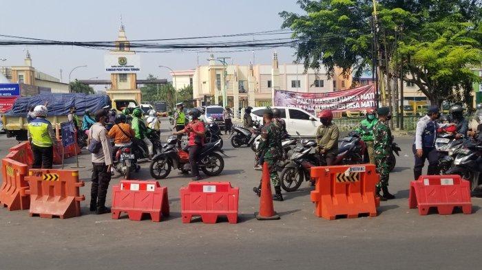 Penyekatan Tangerang-Jakarta di Jalan Daan Mogot, Macet Total Banyak Pengendara Ngotot
