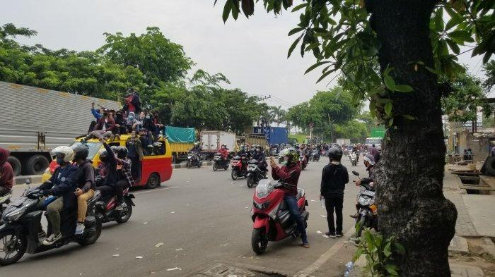 Pascarusuh, Massa di Tangerang Bergerak Bebas ke Jakarta Tanpa Penyekatan Polisi