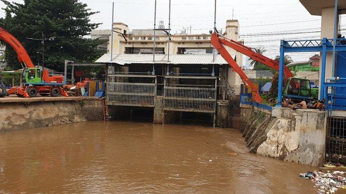 Berikut Tinggi Muka Air di Jakarta Hari Ini, Pintu Air Pasar Ikan Siaga 2