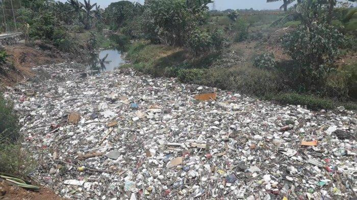 Kali Jambe di Tambun Utara Kabupaten Bekasi Dipenuhi Sampah, Pak Camat Minta Bantuan Tim Gabungan