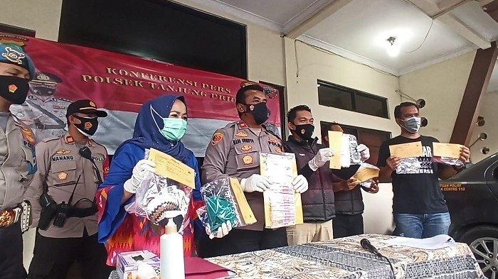 Konferensi pers di Mapolsek Tanjung Priok terkait ungkap kasus praktik prostitusi yang melibatkan anak di bawah umur, Rabu (17/1/2021).
