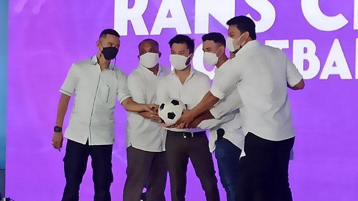 Konferensi pers perkenalan Rans Cilegon FC, Rabu (31/3/2021), di showroom Prestige Motorcars, Penjaringan, Jakarta Utara.