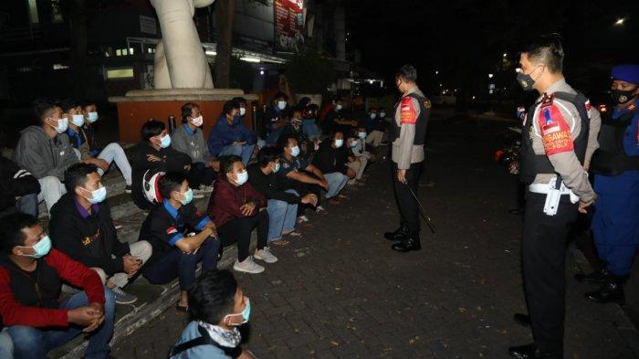Puluhan motor terjaring saat Polresta Tangerang melaksanakan Operasi Cipta Kondisi (Cipkon) Patroli Skala Besar di Kawasan Citra Raya, Kecamatan Cikupa, Kabupaten Tangerang, Senin (19/4/2021) dini hari.