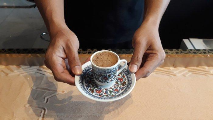 Buka Saat Pandemi, Kafe Mardin Baklava di Kemang Bikin Kopi Pasir Berkonsep Bar