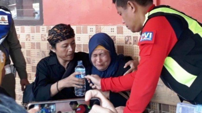 Tangis Keluarga Pecah Saat Evakuasi Tiga Jenazah Korban Longsor Cisolok Sukabumi