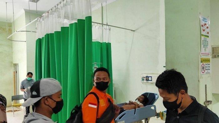 Korban pembacokan saat berada di RSUD Aceh Tamiang, Jumat (7/5/2021). Korban dinyatakan meninggal akibat luka serius di kepala dan leher.
