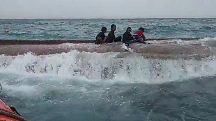 Momen Evakuasi Awak Kapal yang Terbalik di Kepulauan Seribu: 6 Korban Bertahan di Bangkai Kapal