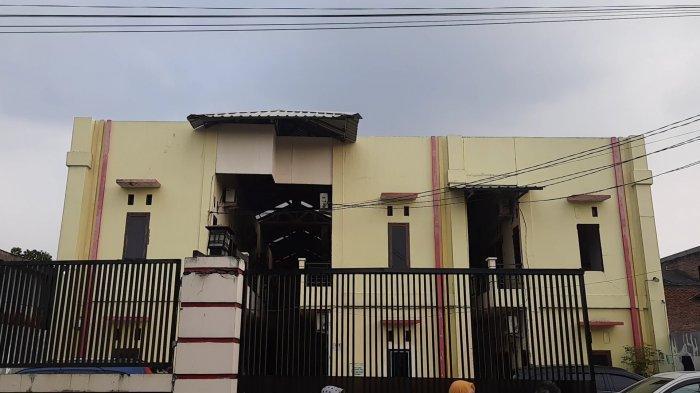 Penampakan kos tempat pelaku AT mengajak korban menjadi Pekerja Seks Komersial (PSK), Di Jalan Kinan, Pengasinan, Rawalumbu, Kota Bekasi.