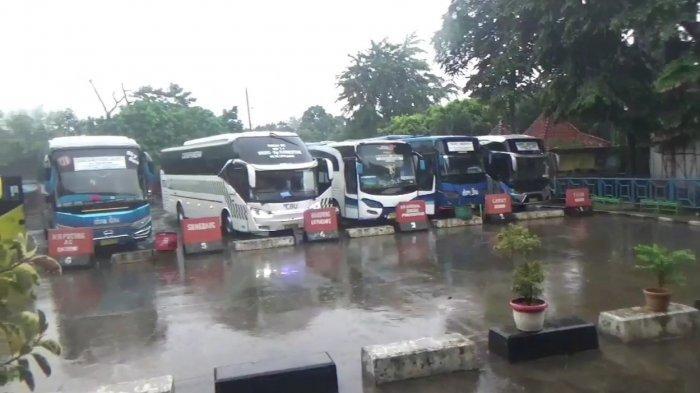 Kondisi Terminal Kampung Rambutan, Ciracas, Jakarta Timur, Minggu (28/3/2021).