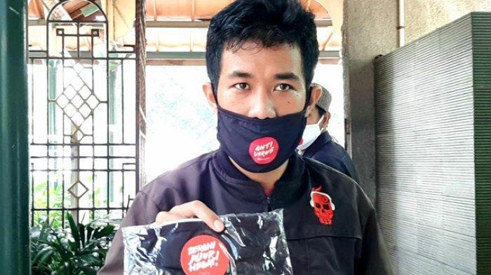 KPK Bagikan 900 Masker Gratis di Masjid Agung Sunda Kelapa