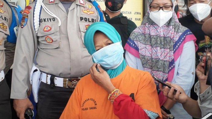 KR (54) tersangka kasus istri bakar suami di Ciputat, saat rilis di Mapolres Tangsel, Jalan Raya Promoter, Serpong, Sabtu (6/3/2021).
