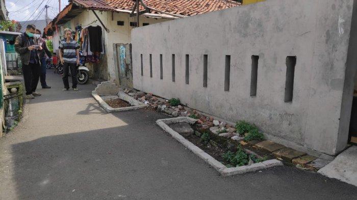 BREAKING NEWS Viral Kuburan di Tengah Gang, Lokasinya Ada di Jakarta Timur