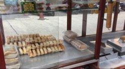Mencicipi Lezatnya Kue Pancong di Pasar Mayestik, Kue Tradisional yang Rasanya Otentik