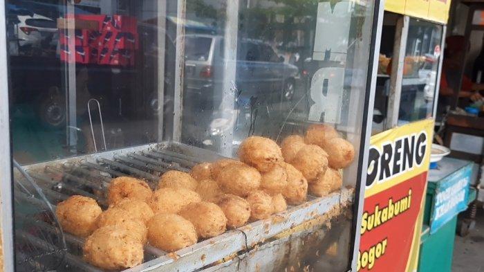 Menjelajahi kuliner kaki lima di Jalan Surya Kencana Bogor, ada banyak kuliner enak yang bisa dicoba.