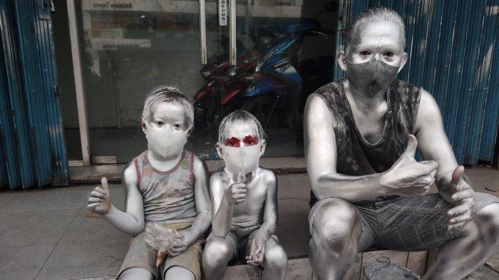 Masih Ada Anak-Anak Jadi Manusia Silver di Depok, Motif Demi Kebutuhan Ekonomi