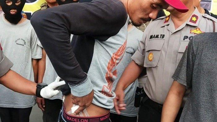 Sempat Dibacok Geng Motor Oyy-oyy, Ojol Ini Masih Hidup Berkat Tembakan Peringatan Polisi