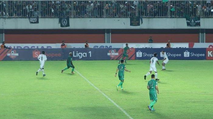 Sempat Tertahan, Pemain Arema FC Dievakuasi Keluar Stadion PSS Sleman Pukul 01.00 WIB