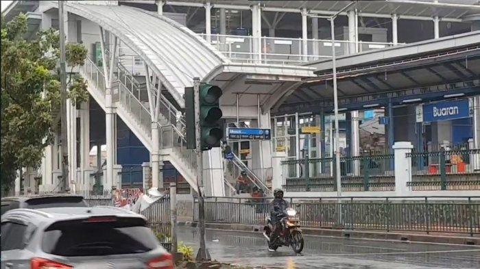 Traffic light di Buaran, Duren Sawit, Jakarta Timur mati.