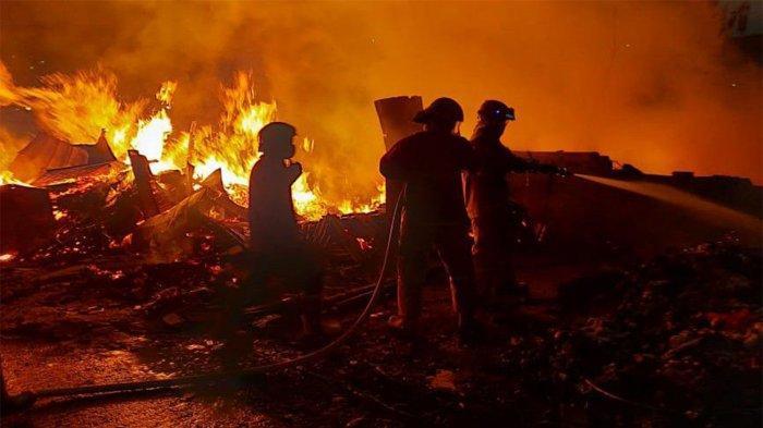 Kebakaran Lapak hingga Perahu Nelayan di Cilincing, Kerugian Ditaksir Rp 100 Juta