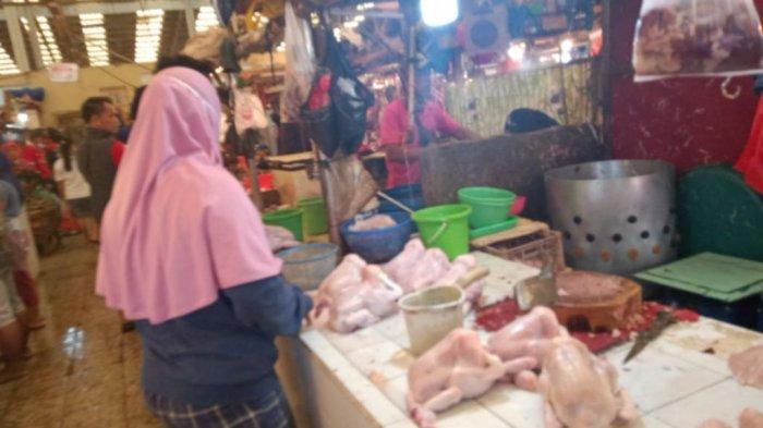 Harga Daging Sapi hingga Telur Naik di Pasar Koja Baru pada H-1 Iduladha