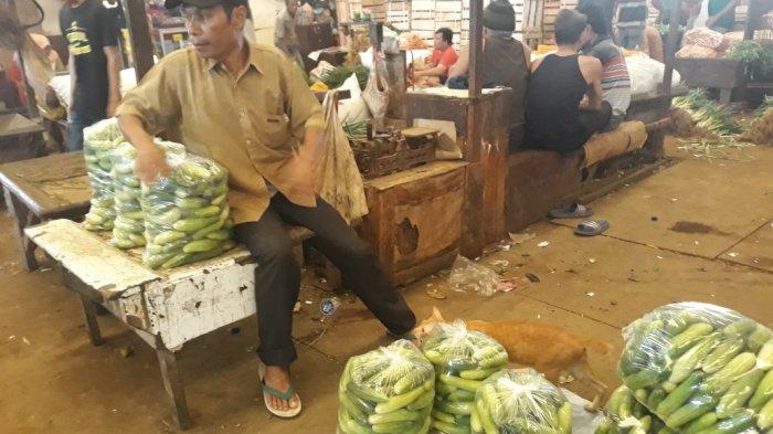 Musim Kemarau, Harga Cabai dan Timun di Pasar Induk Kramat Jati Naik