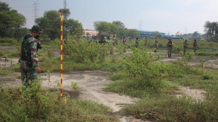 Kegiatan latihan taktis satuan Yonarmed-7/105 GS/Biringgalih di Jalan Raya Siliwangi Narogong Kelurahan Limusnunggal, Kecamatan Cileungsi, Kabupaten Bogor.