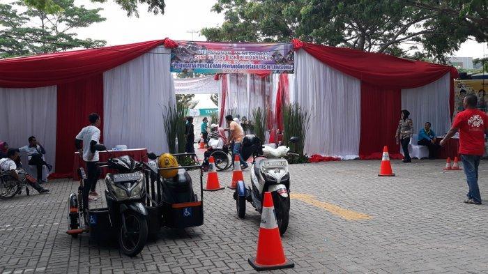Polda Metro Jaya Buka Layanan SIM D Saat Peringatan Hari Disabilitas Internasional 2018 di Bekasi