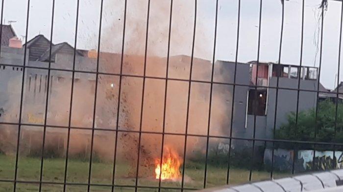 Tim Gegana ledakkan bom di Lapangan Bola Kampung Tengah, Kramat Jati, Jakarta Timur, Senin (29/3/2021).