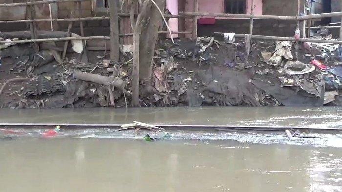 Puing Jembatan Ambruk di Cipinang Melayu, Ini Respons Lurah