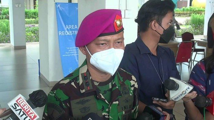 Komandan Lapangan Rumah Sakit Darurat Covid-19 (RSDC) Wisma Atlet Letkol Laut drg. Muhammad Arifin saat memberikan keterangan di Rusun Nagrak, Cilincing, Jakarta Utara, Senin (21/6/2021).