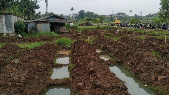 Hujan Deras Bikin Liang Lahad Pasien Covid-19 di Bambu Apus Tergenang,Petugas:Tak Sampai Tutup Nisan