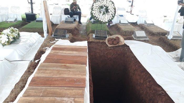 Makam Ibunda SBY Berdekatan dengan Ibu dan Menantu Hatta Rajasa